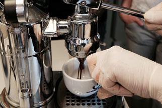 espresso an einem Handhebel