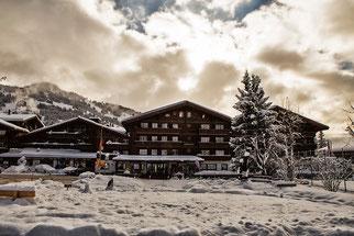 Hochzeitsplaner Ermitage Schönried Berner Oberland Alpen Berge Winterhochzeit Traumhochzeit