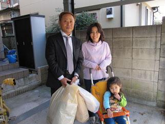 左から高崎理事長、蒲生津久茂様、末娘のきずなちゃん