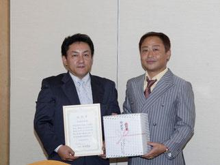 功労賞の佐藤会員。会員の増強・拡大に貢献して頂きました。