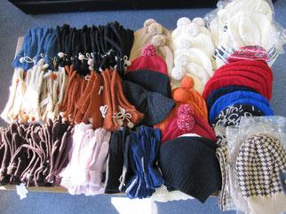 蒲生様より寄贈された100点以上に上る、手袋や帽子
