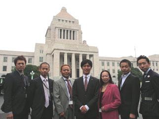 国会見学から合流したFKJメンバーと(右から)山内会員、脇会員、伊藤会員、よこくめ議員、高崎理事長、今井会員、新井会員