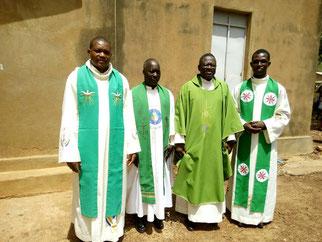 L'équipe des prêtres de Réo
