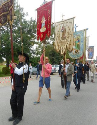 2-Retour en procession vers la chapelle Notre Dame de Kernitron