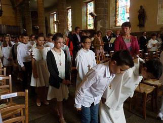 Une église remplie, respectueuse et priante a accueilli la procession d'entrée.