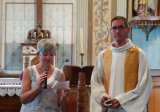 Célébration de l'eucharistie vers 19h, au Cloître St Thégonnec, avec le P. Mickaël