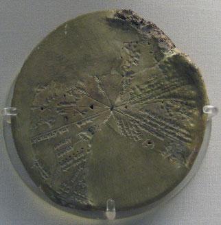 Les 2 plus vieux journaux astronomiques sont VAT 4956 daté du 6e siècle av J-C et B.M 32312 du 7e siècle av J-C. Ces 2 journaux particulièrement intéressants donnent des dates absolues permettant d'établir les dates de règne de la période néo-babylonienne