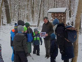 Quizfragen wurden eingestreut, sodass man selbst bei einer Winterwanderung einiges über Amphibien lernen konnte.