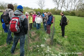 """An einem Bodenprofil berichtete Birgit Peil über die Arbeit der wissenschaftlichen Begleitforschung des Projekts """"Lebendige Luppe"""". Foto: Ludo Van den Bogaert"""