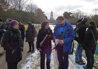Exkursion über den Südfriedhof. Foto: Karsten Peterlein