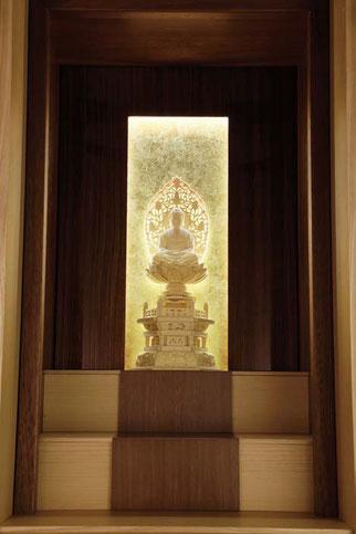 モダン仏壇「伝心 スリムタイプ」栓の照明