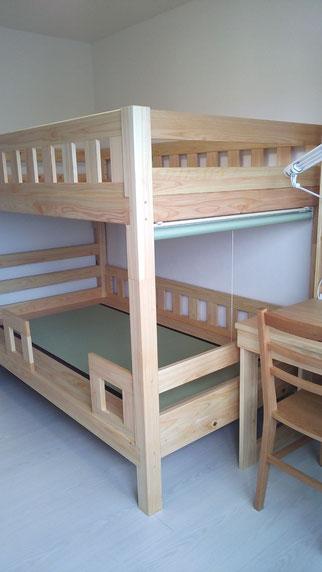 ヒノキの二段ベッド