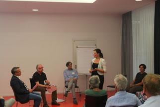 Susanne Krumbacher und Yvonne Graff stellen Methoden einer Teammediation vor