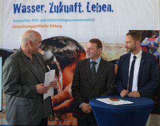 v.r.n.l.: Patrick Schreiber; StM Dr. Fritz Jaeckel; Stefan Mertenskötter