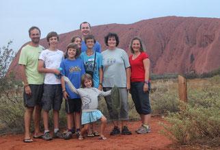 Devant le gros caillou... Uluru