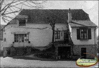 bâtiment du café de la place de Leucamp - cantournet