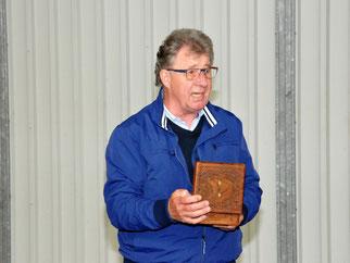 Schatzmeister Detlef Lohse erhält die silberne Ehrennadel als Dank für seine hervorragende Arbeit für die SVC