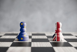 Schachfiguren mit Union Jack und EU Fahne, Auswirkungen des Brexit auf die Wirtschaft in der EU