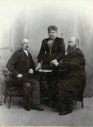 Справа налево: Астраханцев Федот Васильевич, Шахурдина Евдокия Николаевна и Берденников Константин Константинович. 6 марта 1901 г.