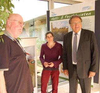 Auenservice-Mitarbeiter Horst Humme, Projektleiterin Irene Glatzle und Bürgermeister Rainer Becker (v.l.n.r.) bei der Eröffnung.