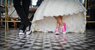 Brautpaar mit Chucks, Hochzeitsberatung