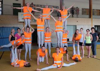 Foto: Gerlinde Sturm, Bürgerstiftung Region Neumarkt mit den Turnerinnen und Trainerinnen des SV Höhenberg