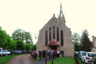 L'église Saint-Pierre est située rue Saint-Émilion.