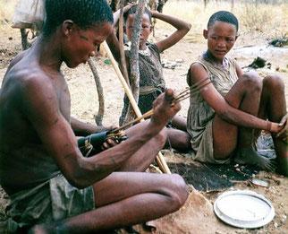 Bosquimanos Kung del Kalahari que han sido objeto de la investigación antropológica. / © Polly Wiessner / SINC