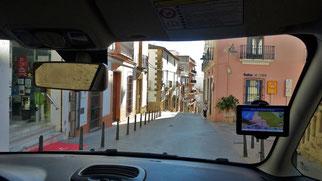 Mit unserem FIAT 500L durch die engen Straßen von Javea/Xabia.