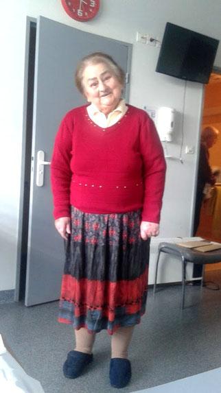 Mamie Paulette dans son ensemble rouge de sortie (avec l'aimable autorisation de Mamie)