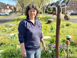 Umweltbewusst zu handeln ist Jutta Dreyer aus Bremen-Kattenturm wichtig. Sie funktionierte eine Verkehrsinsel in ein Natur-Biotop um. (Foto: 04-2020, Jens Schmidt)