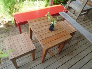 木のテーブル 椅子 屋外