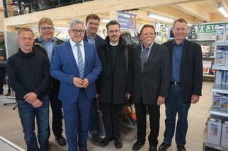 von links nach rechts: Niederlassungsleiter Bernhard Stärk, Michael Stark, Justizminister Guido Wolf MdL, Christian Stark, Pfarrer Martin Patz, Werner Stark, Bürgermeister Markus Hugger