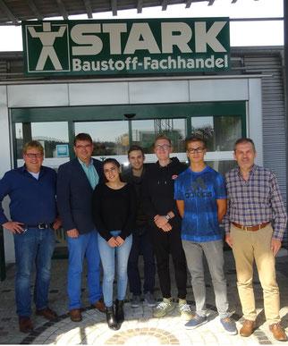 von links nach rechts: Michael Stark (GF), Christian Stark (GF), Selinay Karasoylu, Leonardo Fusco, Joel Wolfsperger, Linus Feger, Martin Kienzler (Personalleiter)