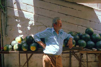 der Melonen-Händerl mit seinem genau berechneten Tages-Vorrat