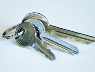 Mieter haben ein gesetzliches Vorkaufsrecht, wenn ihre Wohnung an Dritte verkauft wird. Foto: Daniel Bockwoldt/Symbolbild