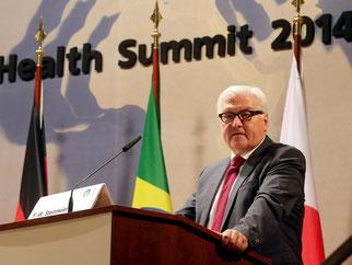 Eine Weißhelm-Truppe gegen Ebola - diesen Vorschlag bringt Außenminister Steinmeier im Kampf gegen Seuchen ins Spiel. Foto: Wolfgang Kumm