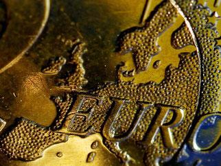 Die EU-Finanzminister beschlossen am Dienstag in Luxemburg, ein europäisches Gesetz zur Amtshilfe der Steuerbehörden entsprechend zu verschärfen. Foto: Oliver Berg