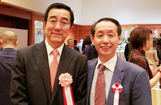 中華人民共和国の69周年レセプションにて孫大剛 中国新潟総領事さま(写真左)と記念撮影