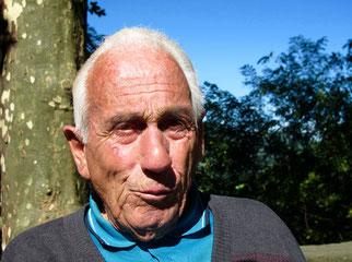 Carlos ein Rentner, der gerade eine Italo-Amerikanerin begrüßte