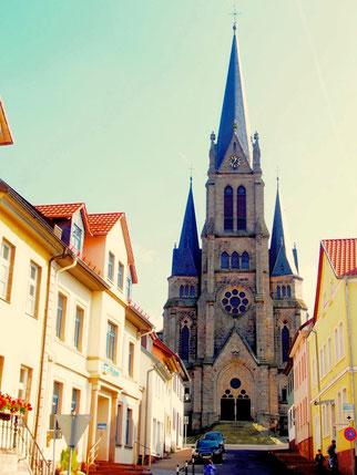 die evangelische Stadtkirche St. Niklas in Tann - erbaut 1886