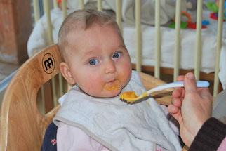 Baby füttern Brei