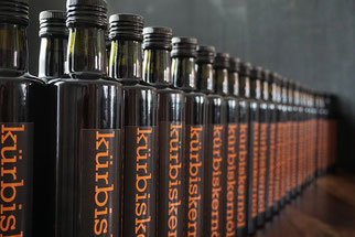 Flaschen Kürbiskernöl