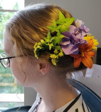 Hochsteckfristur Styling TeenEvent sommer frisuren geschenkideenerlebnisse schenken
