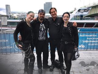 Gruftboten-Treff vor der Orbit Stage, Amphi-Festival 2017