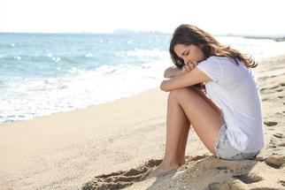 Polyzystisches Ovarialsyndrom (PCOS),  natürliche Massnahmen, häufigsten Hormonstörungen bei jungen Frauen. Die Hauptmerkmale sind Übergewicht, Zyklusunregelmässigkeiten, Insulinresistenz, Damenbart und Unfruchtbarkeit.