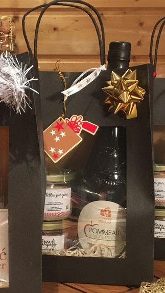 Coffret noir bouteille 75cl de Pommeau + 2 terrines 180g
