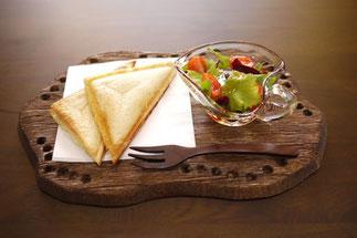 器と珈琲 Lien りあん のカフェメニュー: ホットサンド+サラダ