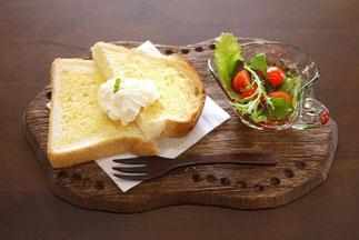 器と珈琲 Lien りあん のカフェメニュー: ハニートースト+サラダ
