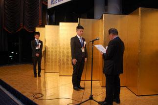 技能五輪全国大会銅メダルの佐藤伸吾さん。